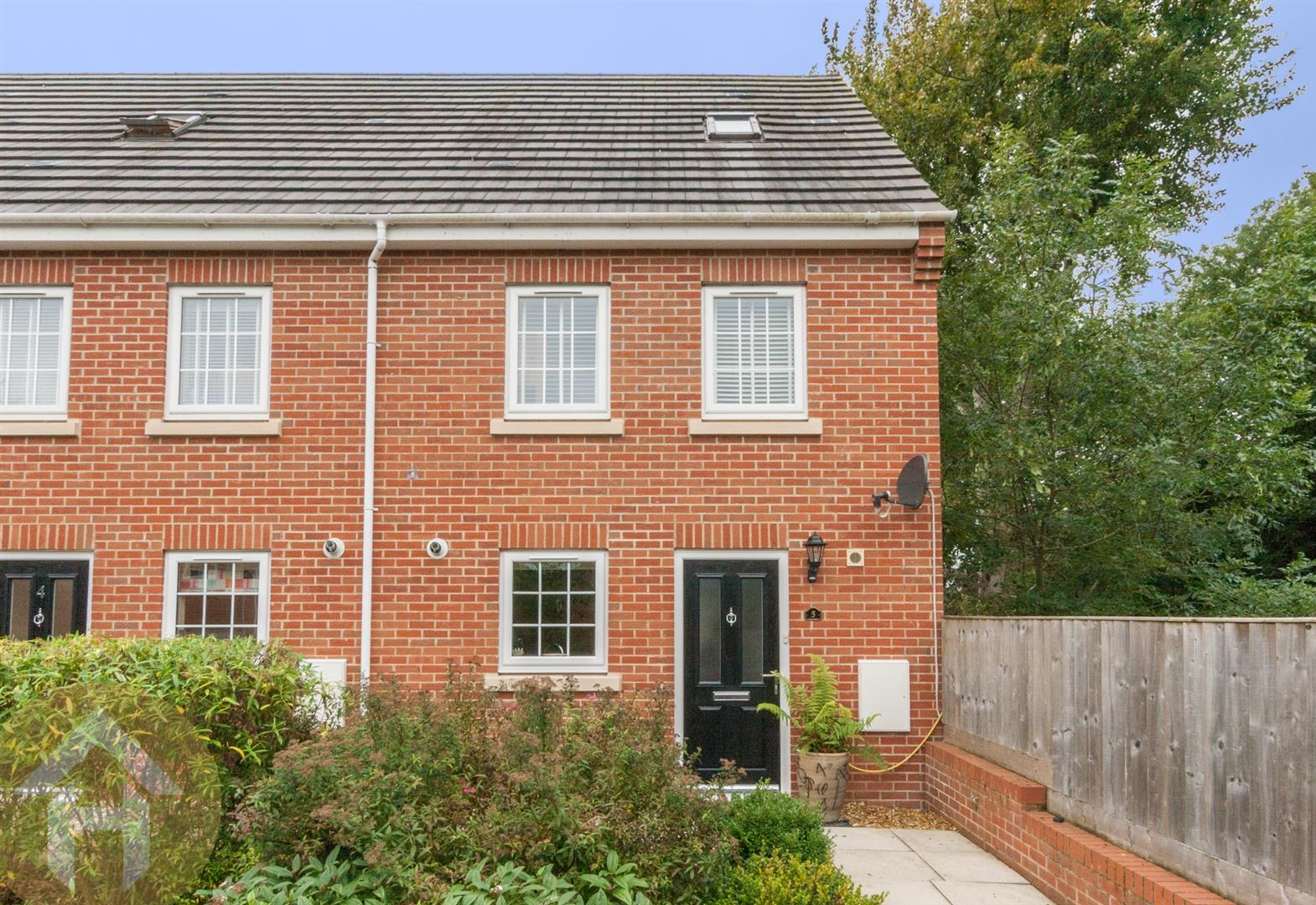 3 Bedrooms Town House for sale in Royal Mews, Royal Wootton Bassett